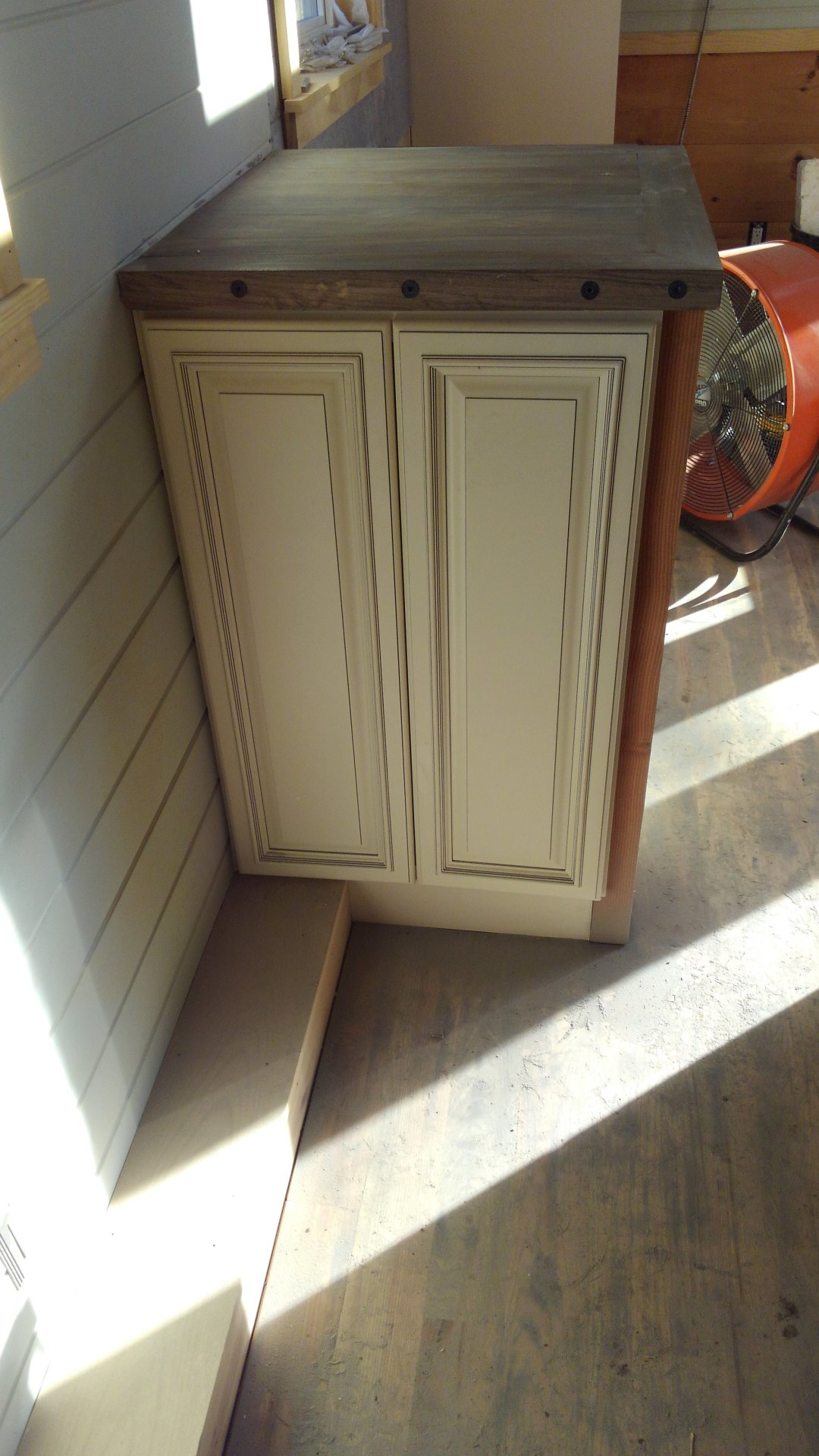 Washer/dryer cabinet